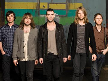 MAROON 5 (Adam Levine, center)